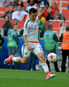 Lozano in action for his native Mexico during the 2017 Confederations Cup.